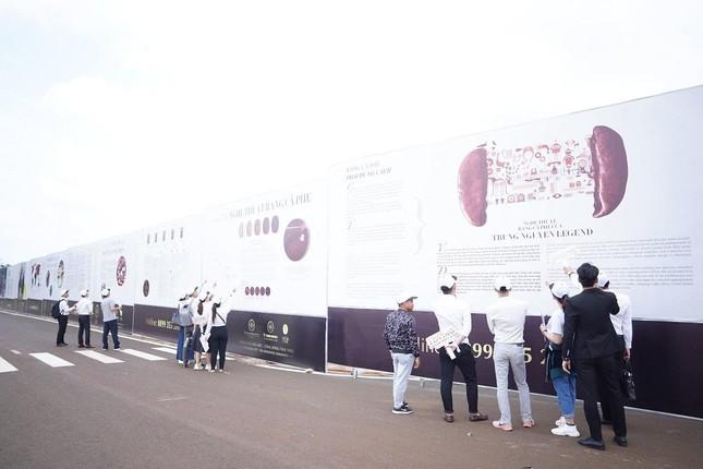 Công trường xây dựng trở thành đại triển lãm cà phê ngoài trời ảnh 3
