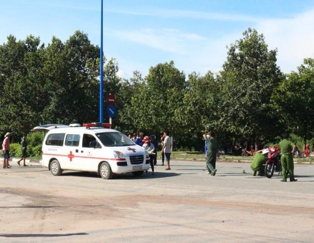 Người đàn ông chết bất thường cạnh chiếc xe máy giữa đường ảnh 1