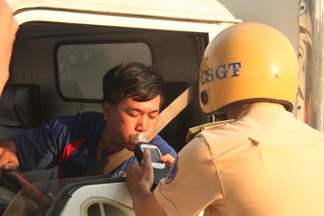 Phạt nặng người lái xe uống bia, rượu, gây rối trong ngày Quốc khánh ảnh 2