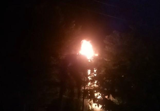 Giữa đêm, khu công nghiệp bất ngờ bốc cháy 'như pháo hoa' ảnh 4