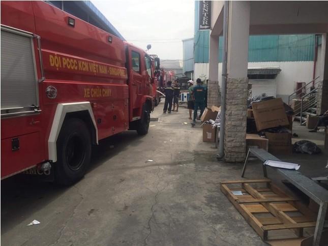 Cháy lớn tại công ty sản xuất giày ở Bình Dương ảnh 1