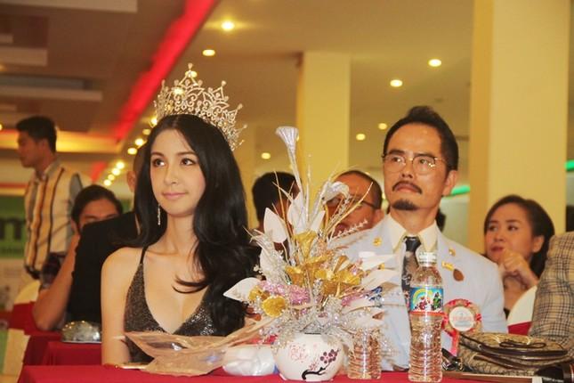 Hoa hậu Thái Lan dẫn thú cưng đến Việt Nam dự thi Hoa hậu chó ảnh 2