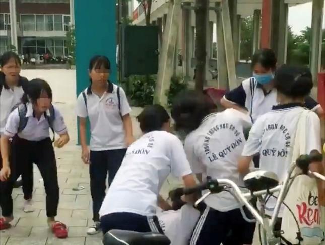 Nữ sinh THCS bị bạn đánh hội đồng: Lãnh đạo Sở GD-ĐT Bình Dương lên tiếng ảnh 1