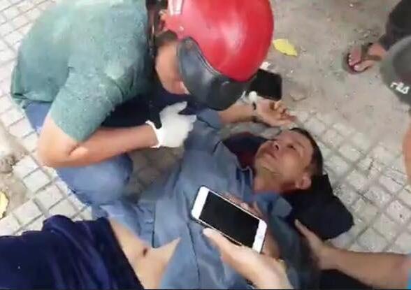 Người đàn ông bị đôi nam nữ chặn đường đập đánh dã man ảnh 1