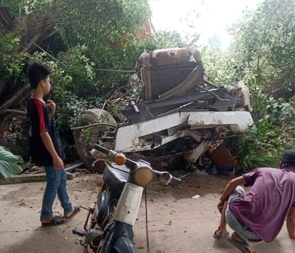 Xe container tông sập nhà dân sau khi tông nát đầu xe ben ảnh 4
