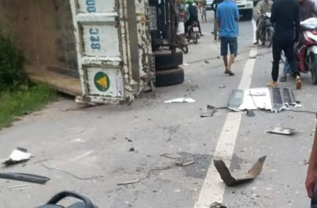 Xe container tông sập nhà dân sau khi tông nát đầu xe ben ảnh 6