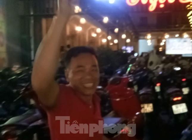 U22 Việt Nam vào chung kết, bố Tiến Linh nhảy múa vui mừng ảnh 1