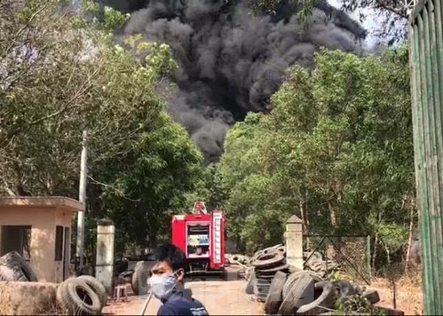 Bãi chứa lốp ô tô hơn 5.000m2 bốc cháy kinh hoàng ảnh 5
