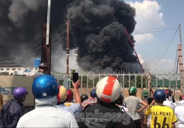 Bãi chứa lốp ô tô hơn 5.000m2 bốc cháy kinh hoàng ảnh 6