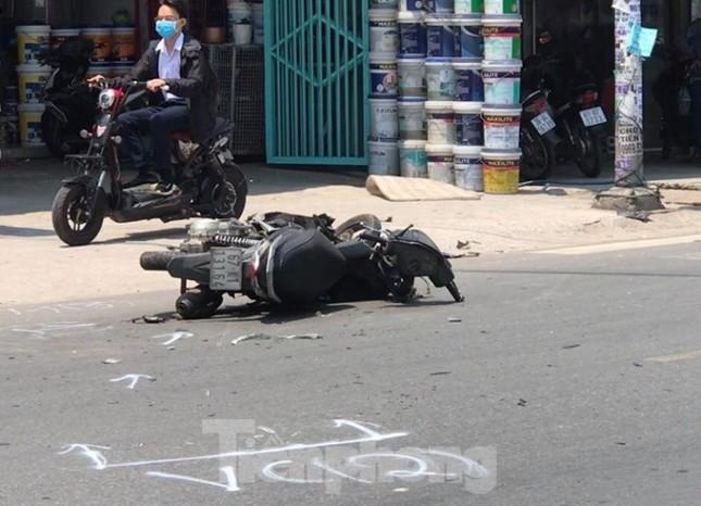 Ô tô nổ lốp sau khi tông vào xe máy, một người tử vong ảnh 2