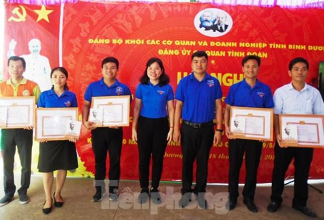 Hơn 200 Đảng viên, thanh niên được tuyên dương nhân dịp sinh nhật Bác ảnh 1