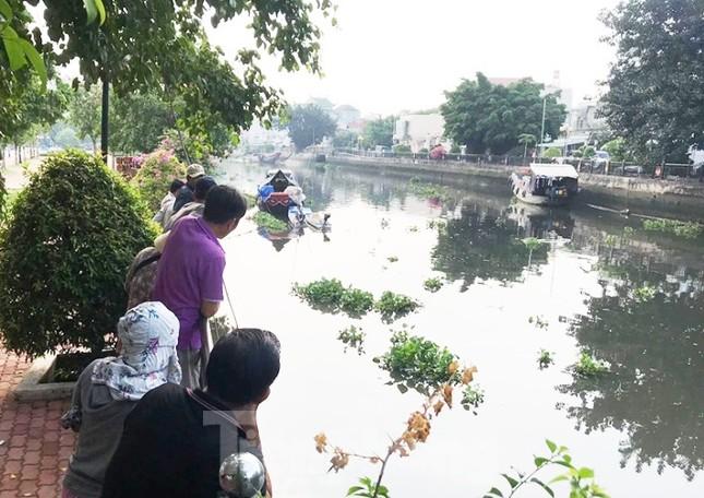 Kinh hãi phát hiện thi thể nam giới trôi trên sông Sài Gòn ảnh 1