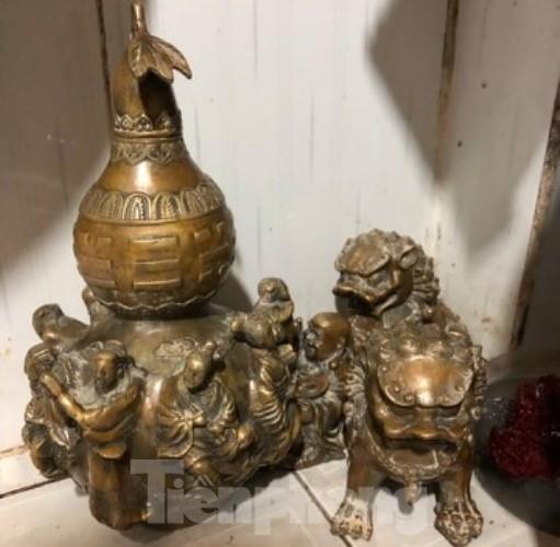 Đào móng làm nhà ở Bình Dương, phát hiện nhiều tượng đồng kỳ lạ ảnh 4