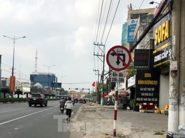 Tài xế mang theo vũ khí, thách thức đòi kiện cảnh sát khi đi vào đường cấm ảnh 2