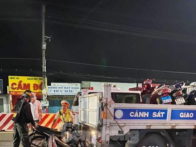 Tông vào đuôi xe cảnh sát giao thông, một người đàn ông tử vong ảnh 2