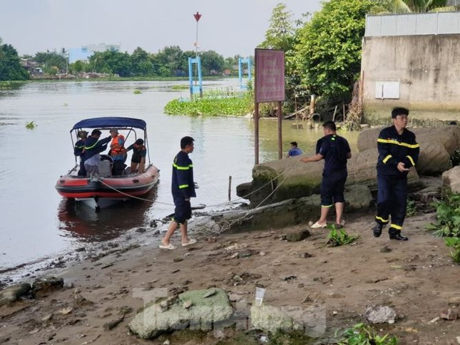 Bị 'giang hồ đòi nợ', người đàn ông nhảy sông Sài Gòn tự tử ảnh 2