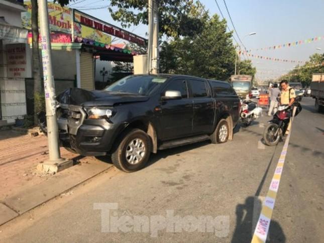Hai CSGT bị thương khi truy đuổi xe ô tô chở thuốc lá lậu ảnh 1