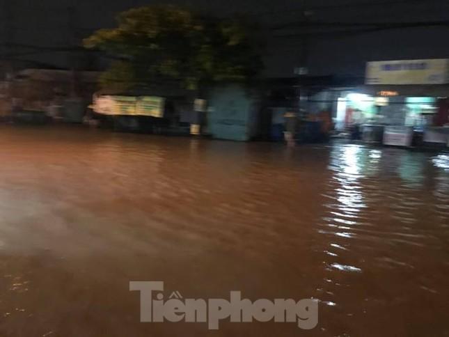 Mưa lớn, nhiều đường phố ở Bình Dương biến thành 'sông' ảnh 5