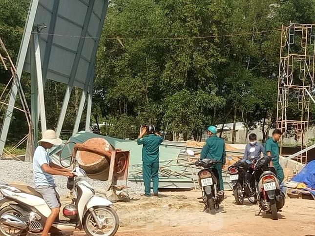 Sập nhà xưởng ở Bình Dương, nhiều người nhập viện cấp cứu ảnh 4