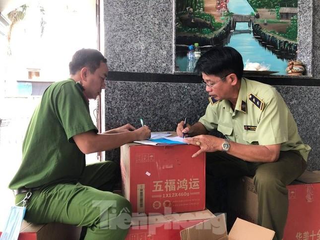 Phát hiện hàng nghìn thùng hàng nhãn hiệu Trung Quốc không rõ nguồn gốc ảnh 5