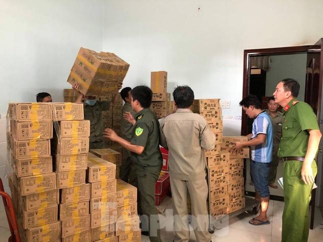 Phát hiện hàng nghìn thùng hàng nhãn hiệu Trung Quốc không rõ nguồn gốc ảnh 4