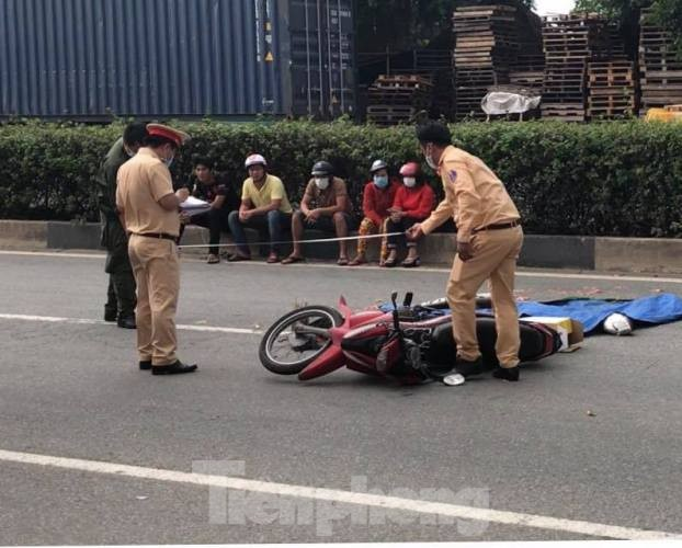 Va chạm với xe container, hai người đàn ông chết tại chỗ ảnh 2