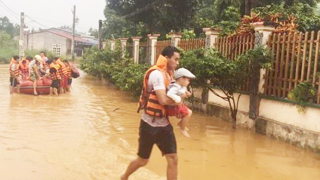 Bình Phước di dân vì nước bất ngờ dâng cao gần 2m ảnh 1