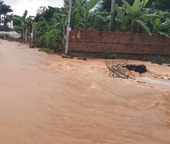 Bình Phước di dân vì nước bất ngờ dâng cao gần 2m ảnh 2