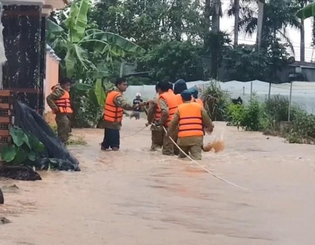 Bình Phước di dân vì nước bất ngờ dâng cao gần 2m ảnh 4