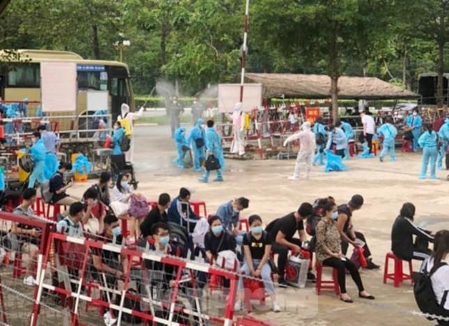 Hàng chục công dân Việt Nam từ Pháp về có bệnh nền nặng ảnh 1