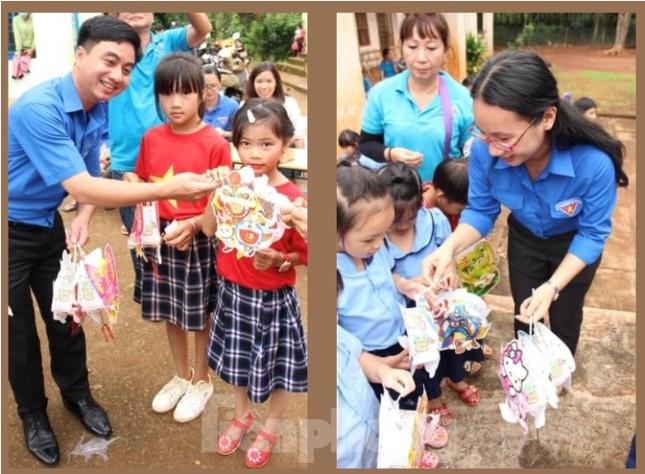 Tuổi trẻ Bình Phước mang quà trung thu đến trẻ em nghèo vùng biên giới ảnh 4