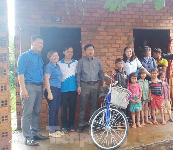 Tuổi trẻ Bình Phước tiếp sức cho học sinh, chiến sĩ vùng biên giới ảnh 2