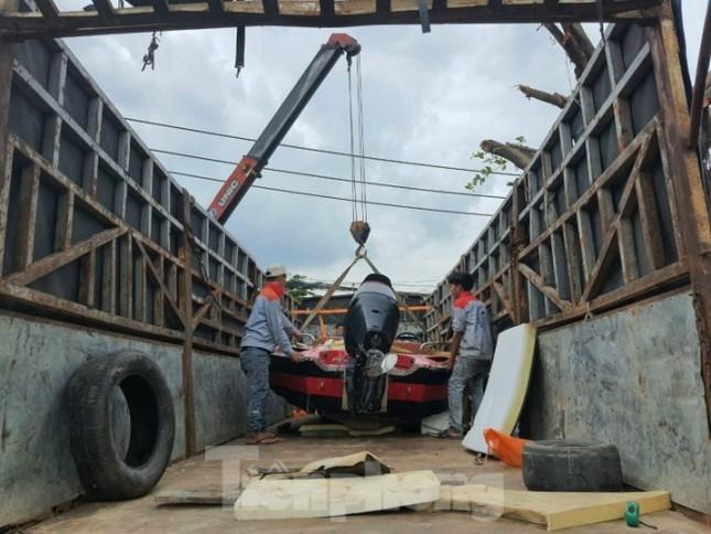 Miền Nam chi viện cano cứu dân miền Trung ngập lụt ảnh 2
