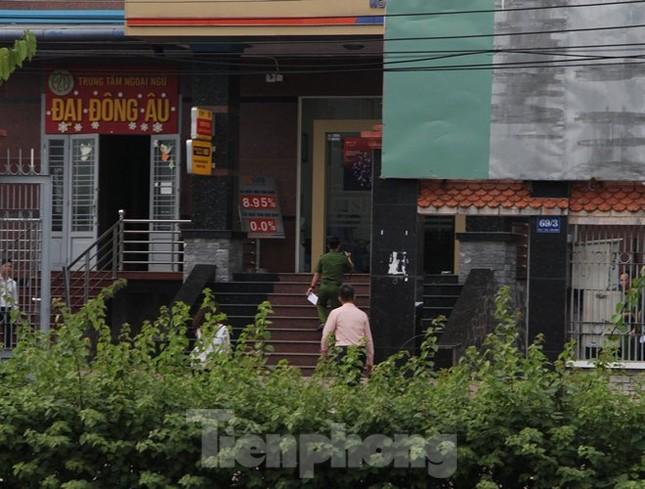 Một đối tượng nghi dùng súng cướp ngân hàng ở Bình Dương ảnh 2