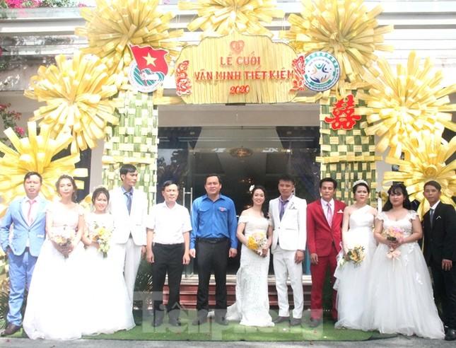 Tổ chức đám cưới tập thể cho công nhân có hoàn cảnh khó khăn ảnh 1