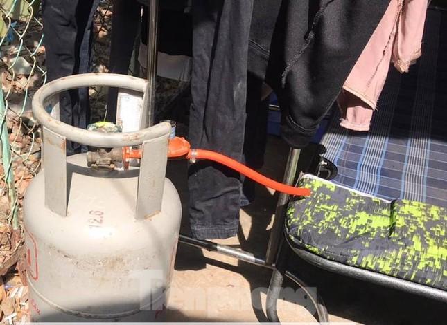 Hàng chục cảnh sát khống chế thanh niên ôm bình gas đòi 'tự sát chung' cùng cả xóm trọ ảnh 3