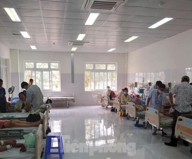 Những bệnh nhân đầu tiền đến điều trị tại bệnh viện trăm tỉ từng bỏ hoang ảnh 2
