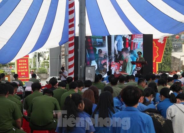 Tuổi trẻ Công an Bình Dương và cảnh khuyển tham gia bảo vệ Đại hội Đảng ảnh 3