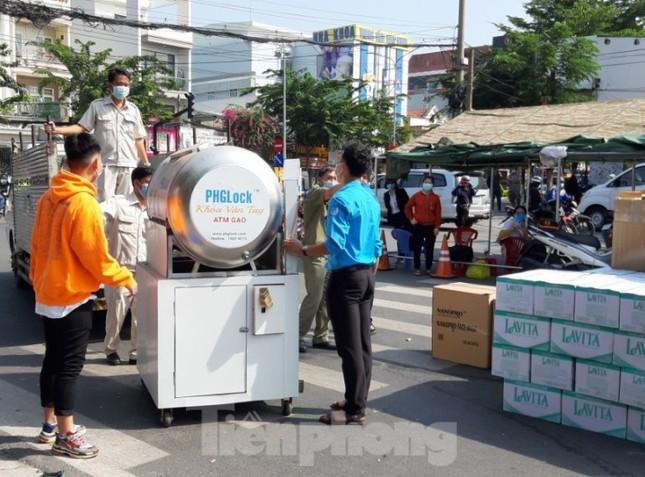Bình Dương đặt máy ATM gạo phục vụ gần 2.000 hộ dân bị cách ly ảnh 1