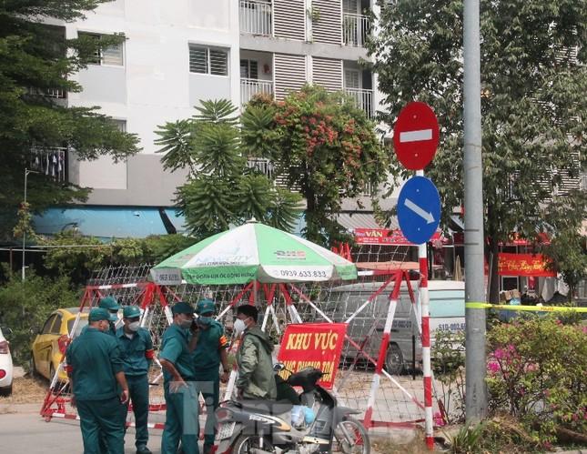 Em trai nhân viên sân bay Tân Sơn Nhất nghi nhiễm COVID-19 ảnh 1