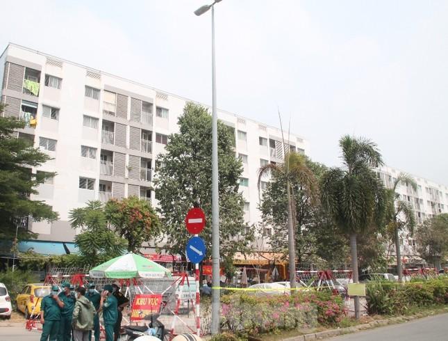 Lịch trình di chuyển dày đặc của nhân viên sân bay Tân Sơn Nhất mắc COVID-19 ảnh 1