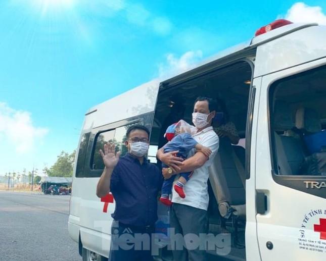 Hơn 100 trẻ em rời khu cách ly ở Bình Dương về nhà ngày mùng 3 Tết ảnh 5