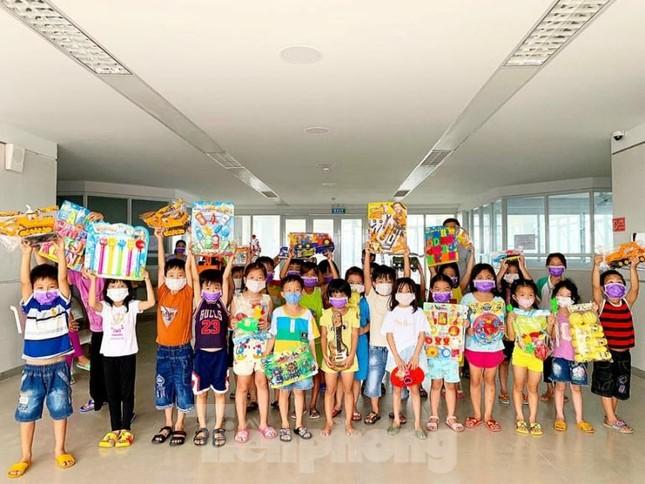 Hơn 100 trẻ em rời khu cách ly ở Bình Dương về nhà ngày mùng 3 Tết ảnh 3