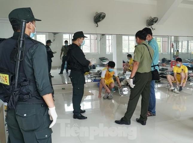 Bàn giao 11 người Trung Quốc nhập cảnh trái phép cho công an xử lý ảnh 2