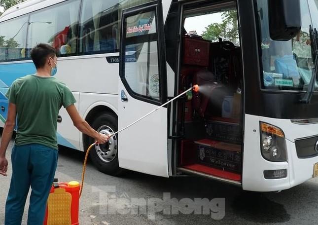 Bàn giao 11 người Trung Quốc nhập cảnh trái phép cho công an xử lý ảnh 3