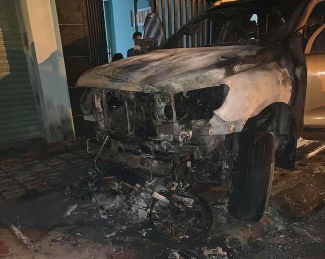 Ô tô bán tải tông xe máy bốc cháy dữ dội, 2 người thương vong ảnh 2