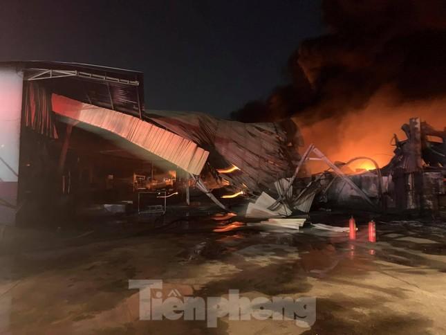 Công ty sản xuất bao bì rộng 10.000m2 chìm trong biển lửa ảnh 4