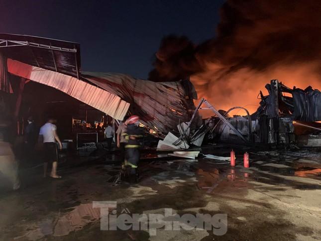 Công ty sản xuất bao bì rộng 10.000m2 chìm trong biển lửa ảnh 3