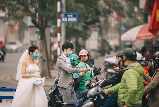Ấn tượng ảnh cưới tặng khẩu trang 'chống corona' của đôi trẻ 9x ảnh 2