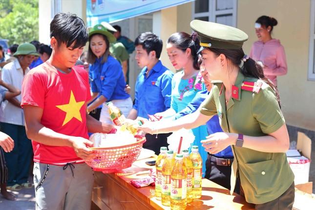 Hoa hậu H'Hen Niê dự lễ khởi công xây Nhà văn hóa cộng đồng ảnh 6
